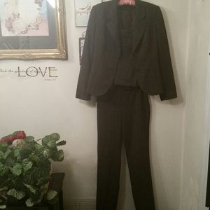 BANU Paris classic 3 piece suit, 6